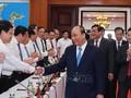 Le président Nguyên Xuân Phuc travaille dans le Centre du pays
