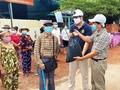 Cứu trợ người Việt ở Campuchia trong vùng phong tỏa phòng dịch COVID-19