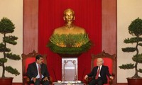 Sekjen, Presiden Nguyen Phu Trong mengirim tilgram ucapan selamat Hari Nasional Venezuela