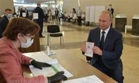 Presiden Putin memuji bahwa revisi UUD adalah tepat terhadap Rusia