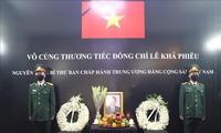 Upacara penghormatan terakhir dan pembukaan buku perkabungan untuk mantan Sekjen Le Kha Phieu di India, Filipina, dan Tanzania