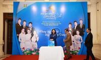 Program-program kesenian berkiblat ke Vietnam Tengah