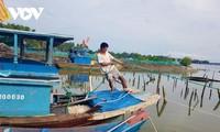 Provinsi-provinsi daerah Trung Bo Selatan dengan giat mengungsikan warga dan membawa kapal ke tempat perlindungan untuk menghindari badai Molave