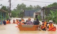Mengungsikan warga ke tempat aman, mengurangi kerugian akibat bencana alam