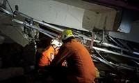 Gempa Bermagnitudo 6,2 di Indonesia: Pencarian Korban yang Tertimpa Reruntuhan
