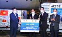 La donación extranjera de equipos médicos a Vietnam confirma los logros de la visita al exterior del jefe de Estado