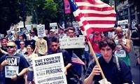 Estadounidenses protestan vigilancia ilegal del Gobierno en el día nacional