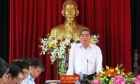 Inspeccionan autoridades vietnamitas construcción partidista en localidades sureñas