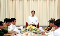 Primer ministro de Vietnam visita novena zona militar