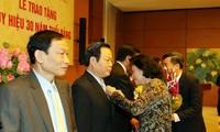 Honran a parlamentarios militantes del Partido Comunista de Vietnam
