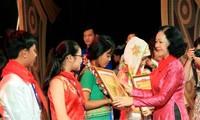 Vietnam reconoce los esfuerzos académicos de niños étnicos