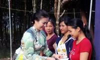Localidades vietnamitas siguen conmemorando el 87 aniversario del Día del Frente de la Patria