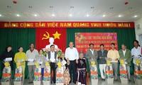 Viceprimer ministro de Vietnam lleva regalos del Tet a los compatriotas más pobres de Ninh Thuan