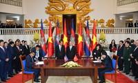 Jefes de Ejecutivo de Vietnam y Camboya realizan la conversación oficial sobre cooperación bilateral