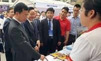 Vietnam refuerza el desarrollo de recursos humanos de comunicación y tecnología informática