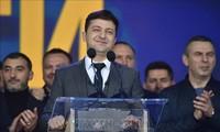 Nuevo mandatario ucraniano apoya la negociación con Rusia