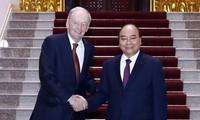 Primer ministro de Vietnam se reúne con expremier canadiense