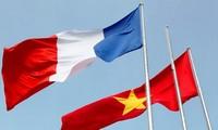 Jefe del Gobierno vietnamita recibe al embajador de Francia