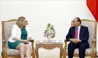 Premier vietnamita recibe a embajadora de Irlanda en Hanói