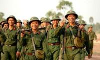 Soldados vietnamitas mantienen la superación personal según el ejemplo del presidente Ho Chi Minh