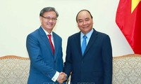 Premier vietnamita recibe al embajador saliente de Laos