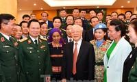 Máximo líder de Vietnam felicita a personas ejemplares en ocasión del Día de la Defensa Nacional