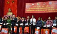 Vicepremier entrega presentes del Año Nuevo Lunar 2020 a personas necesitadas en zona norteña