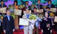 Honran a los líderes sindicales más destacados de las empresas no estatales de Vietnam