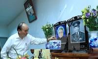 Premier vietnamita rinde homenaje póstumo a altos dirigentes del país