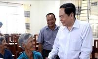 Altos dirigentes de Vietnam siguen con actividades de apoyo a compatriotas necesitados por el Tet 2020