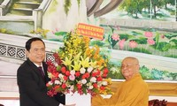 Alto dirigente de Vietnam felicita 2564 aniversario del natalicio y la iluminación del Buda