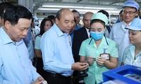 Premier vietnamita dialoga con trabajadores de localidad norteña