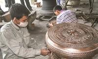 Aldea de Tra Dong preserva el oficio tradicional de la fundición de cobre