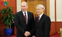 Máximos dirigentes de Vietnam felicitan a Rusia por su Día Nacional
