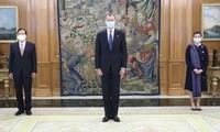Rey español alaba logros de desarrollo de Vietnam