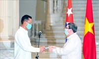 Embajador de Vietnam en Cuba honrado con Medalla de la Amistad