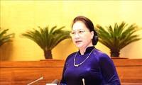 La líder del Legislativo recibe a los maestros y administradores de educación más sobresalientes de Vietnam