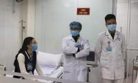 Los voluntarios receptores de la mayor dosis de la vacuna contra el covid-19 en Vietnam presentan buen estado de salud