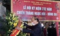 Jefe del Gobierno ofrece inciensos en el Monumento de Quang Trung-Nguyen Hue