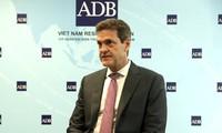 Líder del Banco Asiático de Desarrollo alaba la lucha eficiente de Vietnam al covid-19 para mantener el desarrollo económico