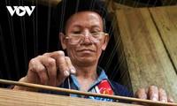 La etnia Dao Rojo preserva la fabricación tradicional de papel en combinación con el tejido de cortinas