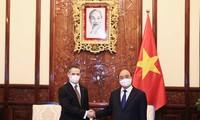 El presidente de Vietnam se reúne con nuevos embajadores de Tailandia, Chile, Cuba y Rusia