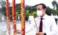 Líderes de Ciudad Ho Chi Minh homenajean a héroes revolucionarios