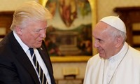 El Papa Francisco urge a Donald Trump a trabajar por la paz
