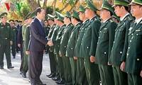 Presidente de Vietnam alienta a soldados guardafronteras en el centro