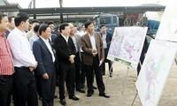 Vice primer ministro Trinh Dinh Dung se reúne con autoridades de Son La