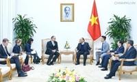 Premier de Vietnam recibe a embajadores acreditados de China y Dinamarca