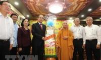 Líder de Ciudad Ho Chi Minh realiza visitas previas a Tet a dignatarios religiosos