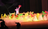 Programa artístico especial en saludo a la visita del líder norcoreano en Vietnam