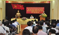 Altos funcionarios vietnamitas contactan con electores en diferentes localidades
